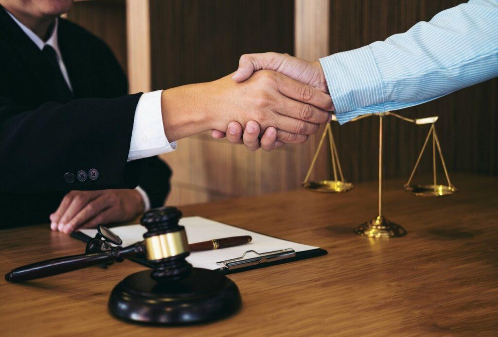 Семейный адвокат – ваш личный юридический советник