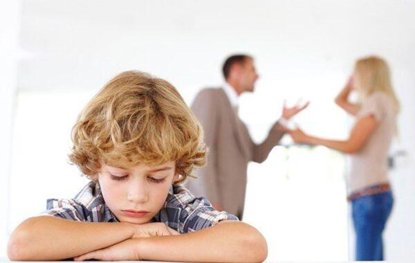 С кем остаются несовершеннолетние дети при разводе родителей?