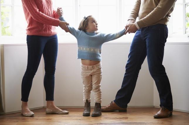 З ким залишаються неповнолітні діти при розлученні батьків?